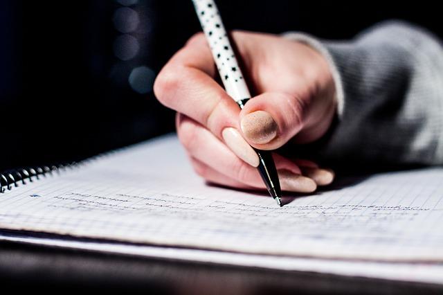 विस्मयकारी गद्य लिखने के लिए 5 गुर जिनकी अनदेखी नहीं की जा सकती
